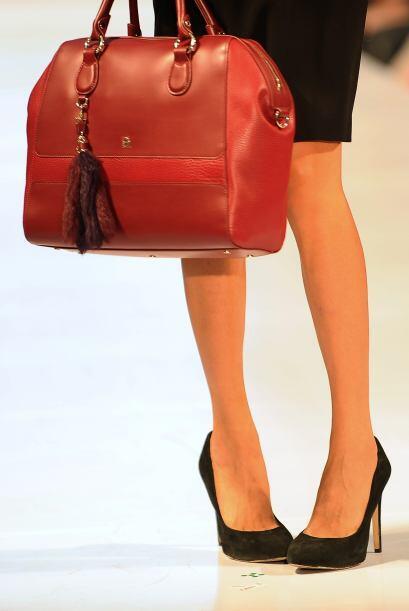 Recuerda que tu bolso es un buen complemento para mejorar tu atuendo, po...
