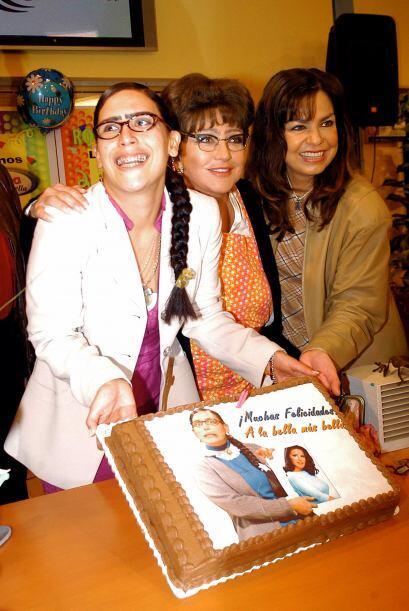 El elenco también era un agasajo, pues participó Angélica María como la...