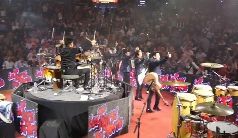 'Canelo' Álvarez disfruta concierto de Tigres del Norte, junto a exnovia...