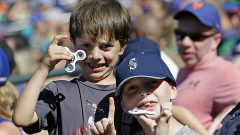 Si tu hijo tiene un fidget spinner, asegúrate de que no lo acerque a su...