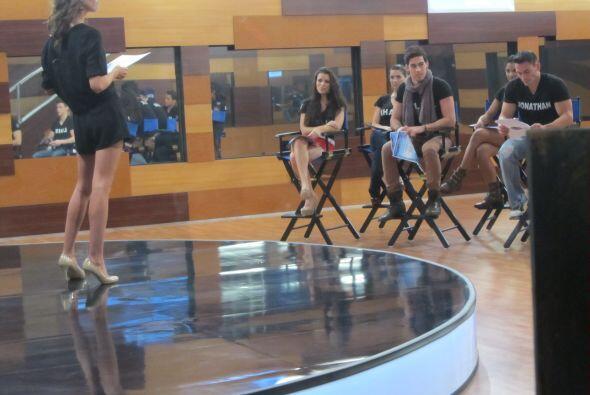 Laisha los saludó de beso y empezó a hablar de lo que es ser un buen actor.
