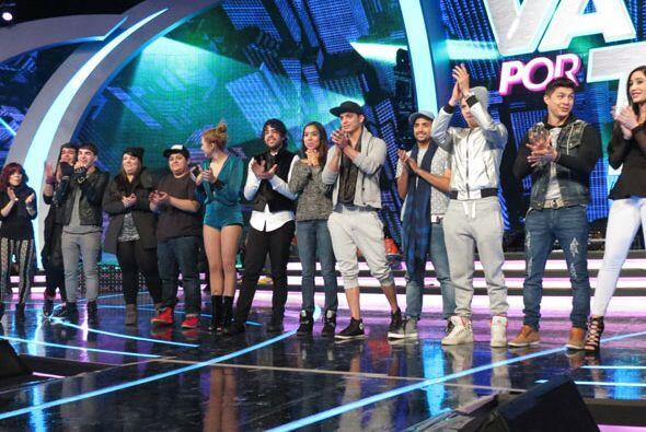 De pronto, reunieron a todos los chicos en el escenario.