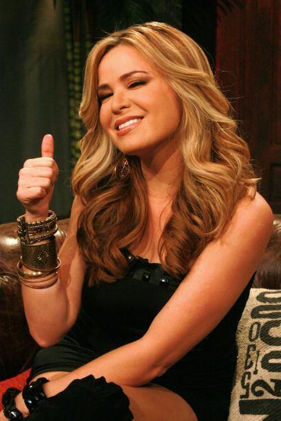 La bella Carolina la O, dijo que cuando dos chicas están en un bar, toda...
