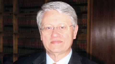 El juez Nicholas Garaufis tiene ante sí dos demandas. Una de una...