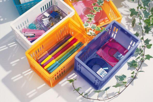 Cubos de plástico transparentes y estantes. Lo bueno de este sist...