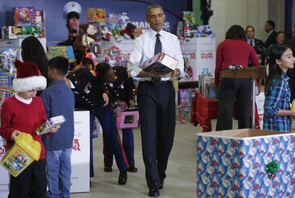 En todo momento, Obama se mostró con una sonrisa muy grande, ayud...