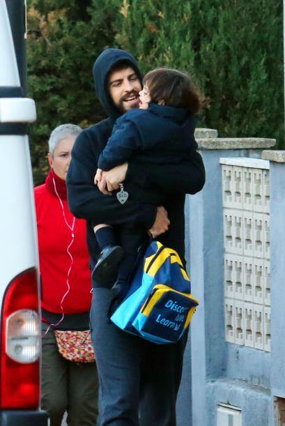 Las cámaras captaron a Gerard Piqué de camino a la escuela con Milan.