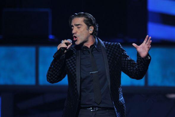 Alejandro Fernández le dio un aire muy macho al show