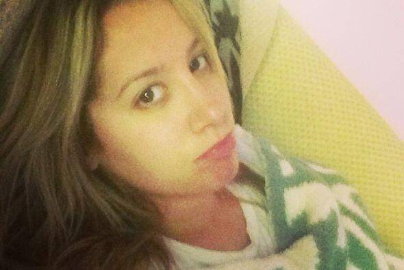 Ashley Tisdale hasta con puchero salió en la foto, pues obviamente tenía...