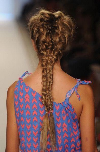 ¡Hay muchas opciones para trenzar tu cabello largo! No importa si es de...