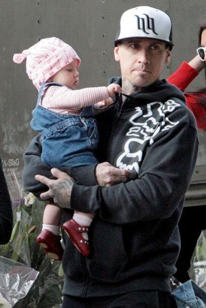 Carey Hart se derrite con su pequeña y está pendiente de ella en todo mo...