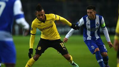 Héctor Herrera poco pudo hacer ante el Dortmund