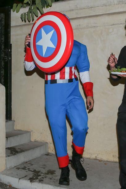 El actor de '300' decidió ir vestido de Capitán Amé...