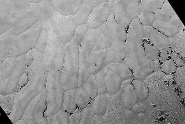 """Imagen tomada de Plutón que ha sido llamada como """"Tombaugh Regio"""", que r..."""