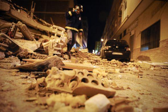 Los españoles pasaron una muy mala noche después de los sismos que azota...