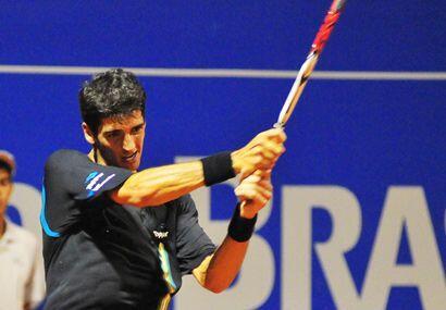 El joven brasileño tenía el apoyo de su gente pero empezó nervioso. (ATP...