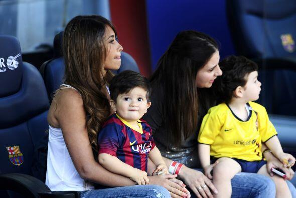 En la actualidad se ha hecho común que las esposas vayan a los estadios...