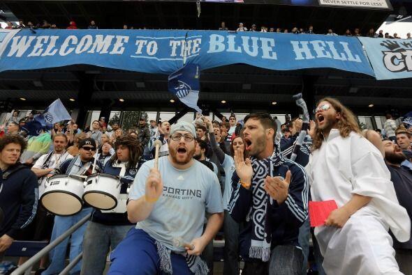 El Infierno Azul es el nombre que le dan los aficionados de Sporting Kan...