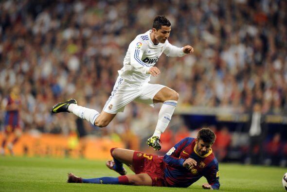 En esta jugada Cristiano se tiró y pidió falta de Piqué. Aunque el Berna...