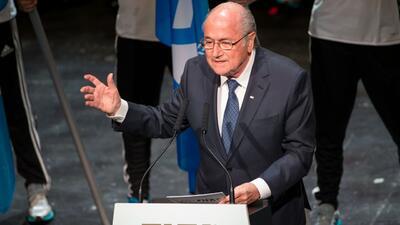 Blatter dice que habrán más malas noticias para la FIFA