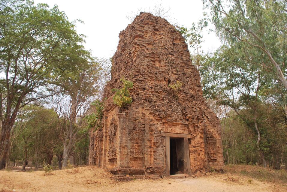 Cambodia: Sambor Prei Kuk temple zone