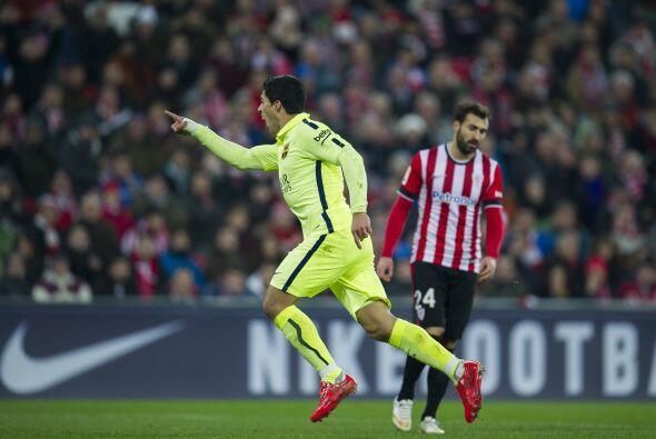 Luis Suárez celebra el gol que anotó y que fue el segundo para los blaug...