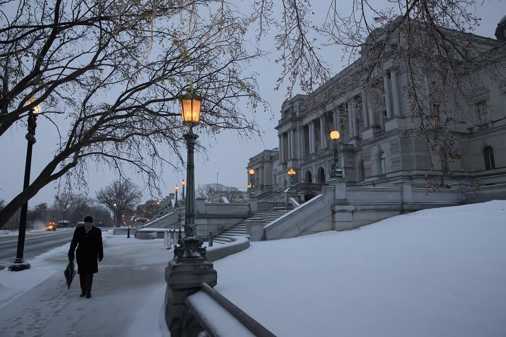 Una fuerte tormenta invernal paraliza el este del país Winter Weather Wa...