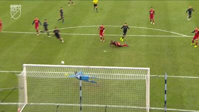 Nick Rimando evita el tercer gol con una espectacular atajada a una mano