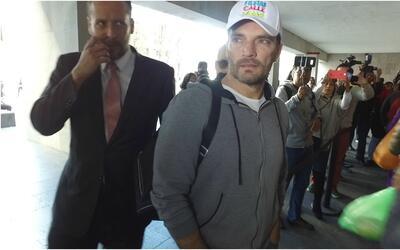 Julián Gil en los juzgados luego de ver a Matías durante 2...