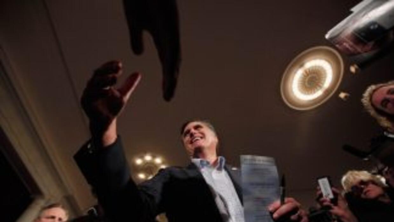 Romney lidera en New Hampshire para la primaria del 10 de enero.