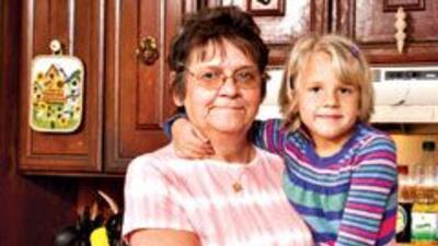 HERIDA Patricia Szczcenia y su nieta, Rylee, sufrieron heridas menores e...