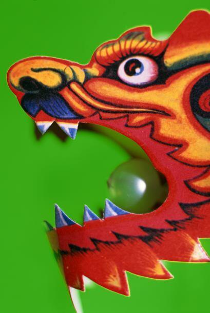 Antiguamente los chinos creían que un dragón llevado a su país intentaba...