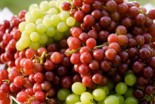 Igualmente la conocida tradición de comer las 12 uvas durante las...