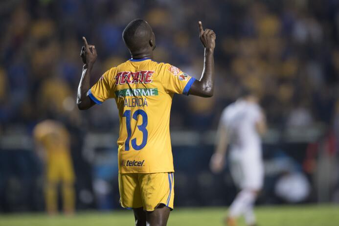 Tigres domina y golea a Toluca en el Volcán 20171021-5557.jpg