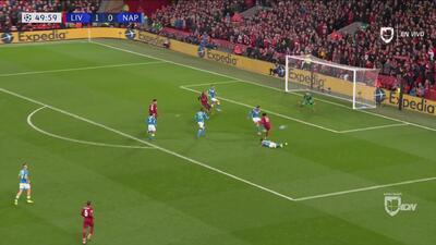 Cerca Salah de poner el segundo del Liverpool