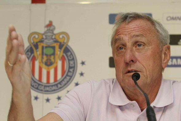 Johan Cruyff y John Van´t Schip llegaron a Chivas en 2012, el prim...