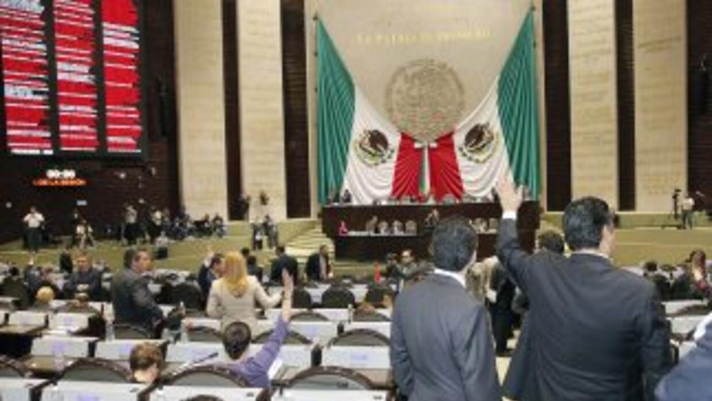 Los diputados mexicanos aprobaron una reforma legal para permitir que al...