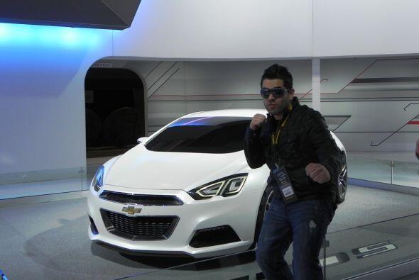DJ Omarcillo en el Chicago Auto Show 2012.
