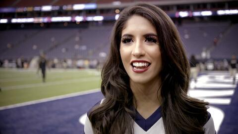 Ashley, de padres regios, dice que es un sueño ser porrista de los Texans