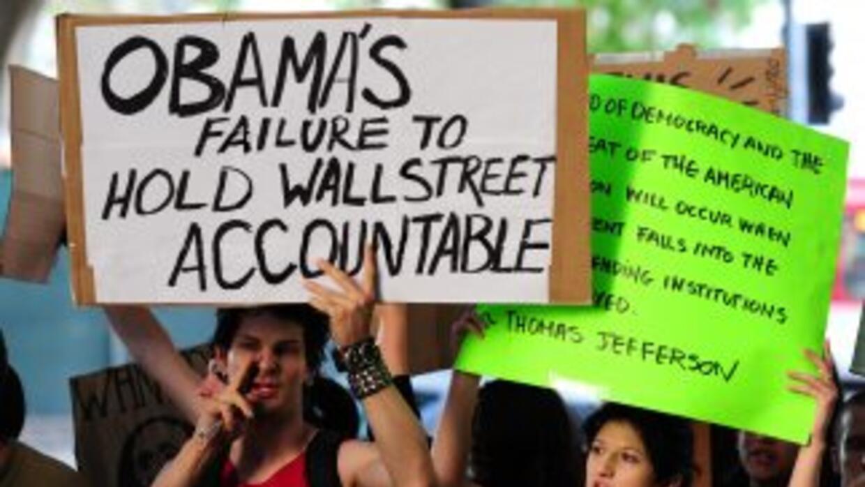 Más voluntarios se suman a las protestas en Wall Street y en otras ciuda...