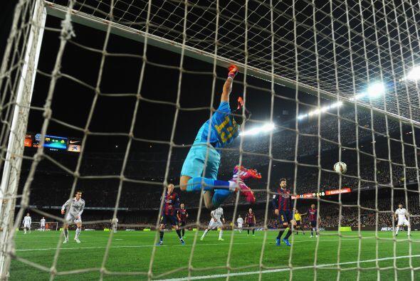 El Real respondería con un cañonazo de Ronaldo que obligaría a Bravo a h...