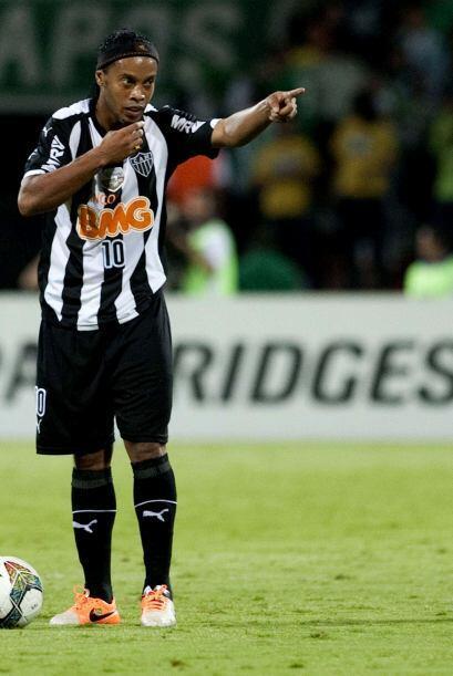 El brasileño Ronaldinho quizás ya no figure en el balompié europeo pero...