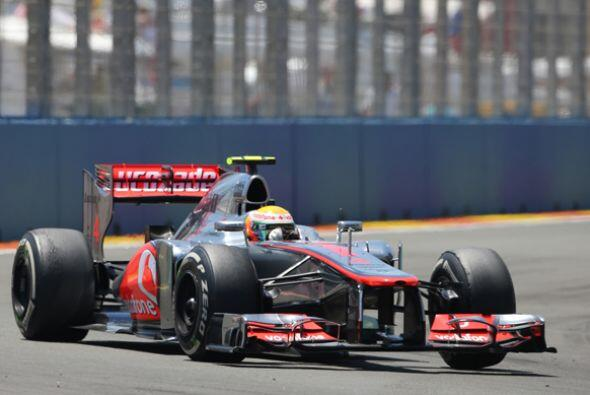 Pero a una vuelta del final de la carrera, un incidente  sacó a Hamilton...