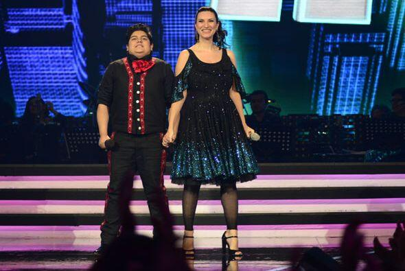Laura Pausini y Stephanie Guzmán compartieron escenario de Va Por Ti.