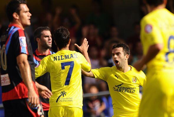 Pero los goles de los atacantes Nilmar y Giuseppe Rossi significaron el...