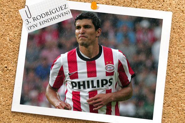 Junto a él aparece un mexicano, Francisco 'Maza' Rodríguez del PSV Eindh...