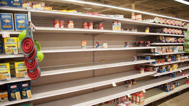 Agua, leche y leche para bebés están entre los productos que el gobierno...