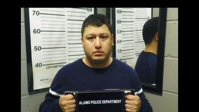 Un oficial del Distrito Escolar Independiente Donna fue arrestado por te...