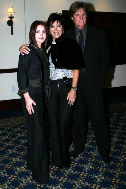 A Kris le encanta sacarse fotos con otros famosos, como Priscilla Presle...