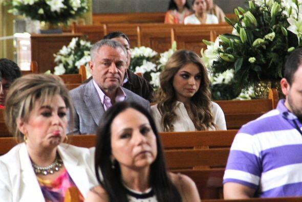 A la ceremonia también acudieron el Güero Castro y su hija, Sofía Castro.